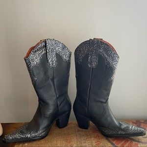 Pointy toed cowgirl boots